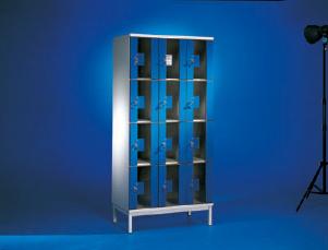 Шкафы PUNTA с дверцами из прозрачного стекла
