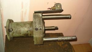 Гидро-цилиндр подачи прутка к ток-револьверному ст-ку 1Г340П