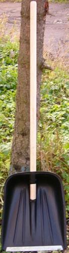 Лопата узкая с ножом и деревянным черенком